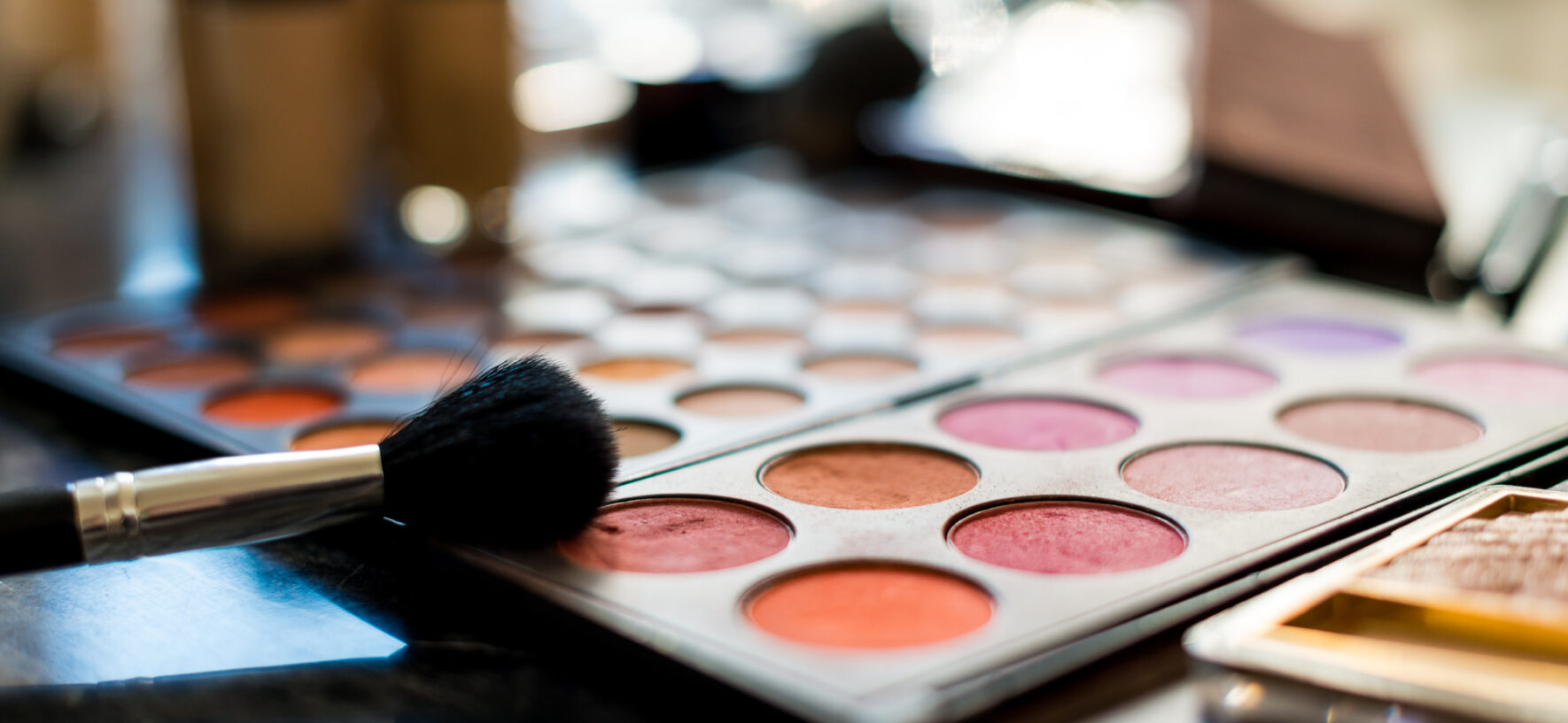 What Can You Do To Enhance Your Beauty With a Makeup Artist Course?