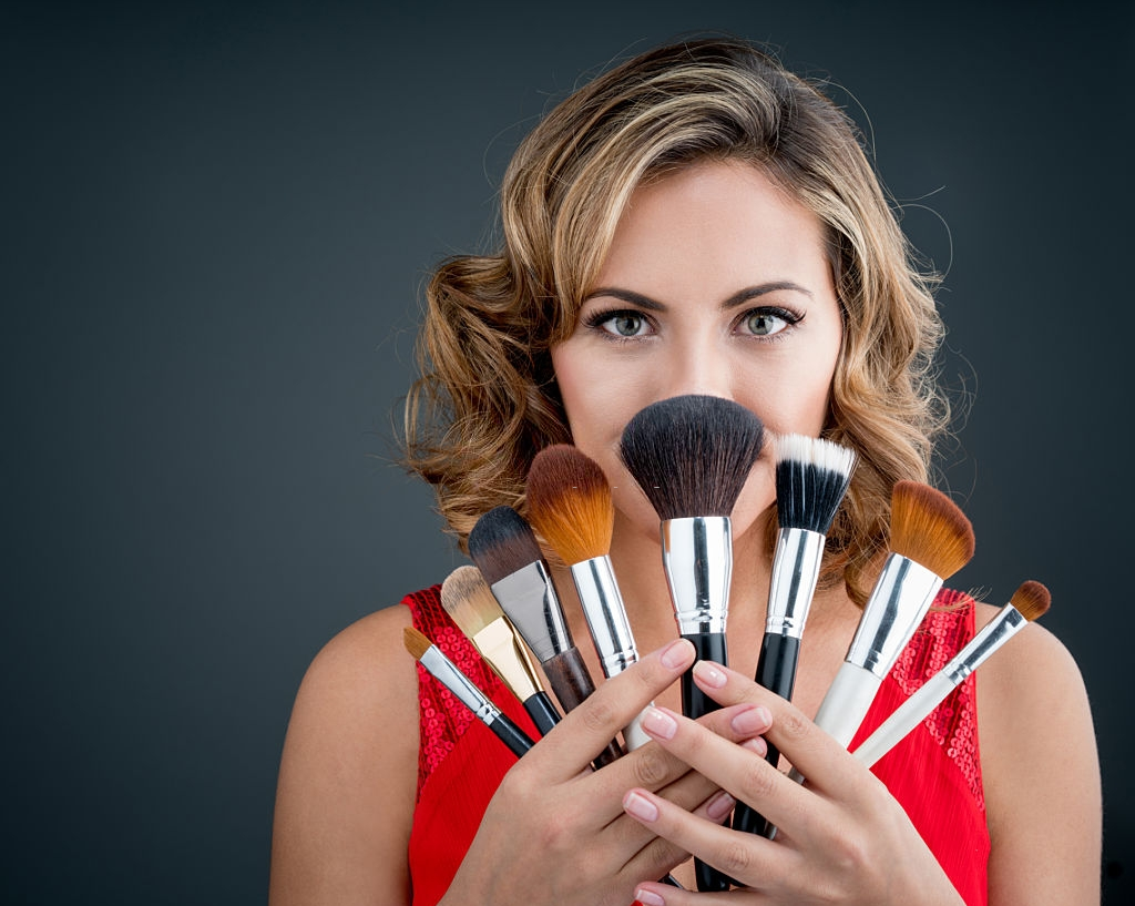 Why the Need to Hire a Professional Makeup Artist to avail Bridal Makeup: Know 5 top reasons