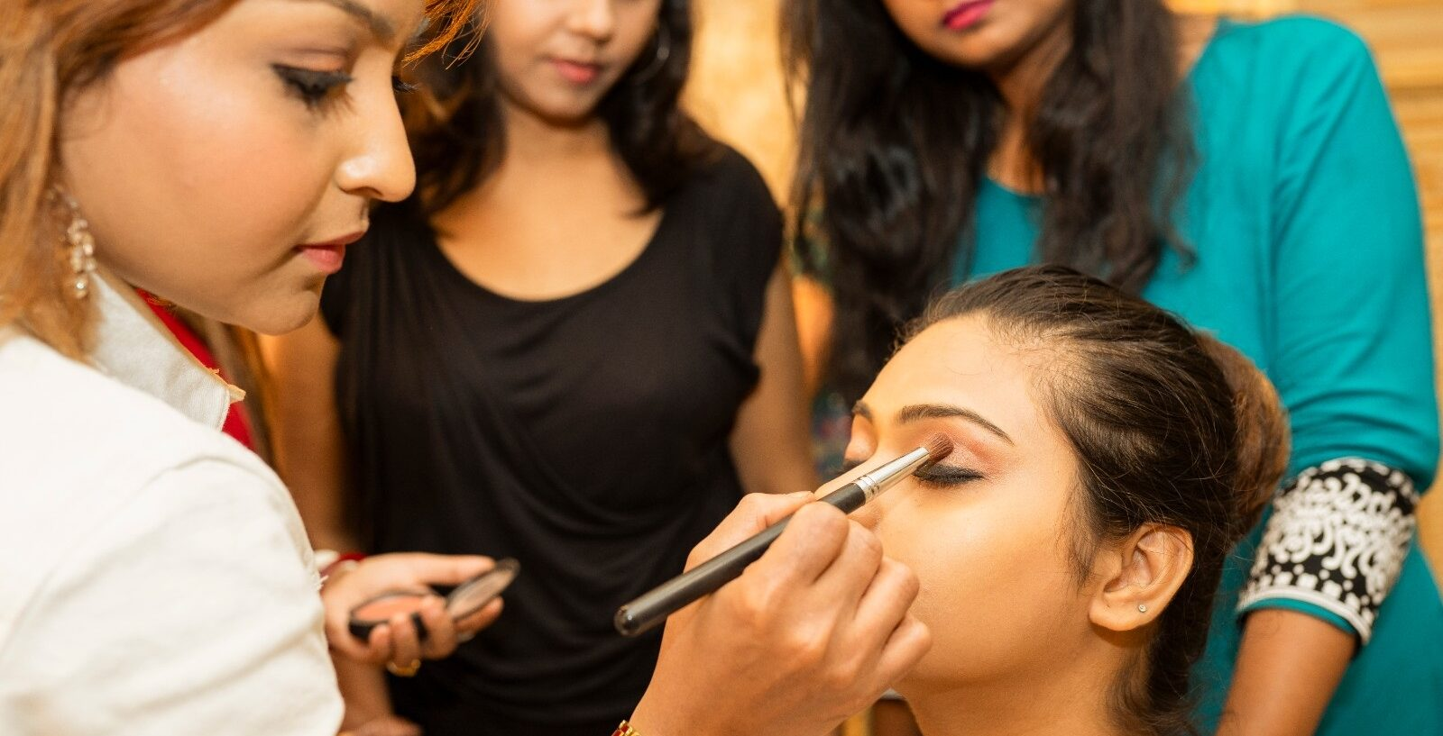 5 Genuine Reasons for Makeup Artists to have all-round knowledge in makeup and hairstyling